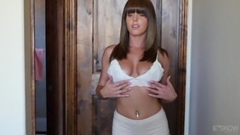 Cute Rahyndee James likes showing her astounding entire body before a fuck