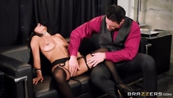blindfolded anya ivy gets pussy touched and face pecked