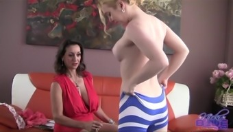Nicki White encourages a perverted blond defeat her tense pussy opening