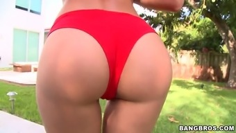 rachel starr displays her astonishing tits and round ass outdoor