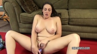 Attractive MILF Melanie Hicks might use a toy to create herself sperm