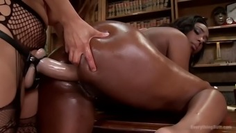 dark colored thot with the use of phat butt lisa tiffian gets straponed by franceska le