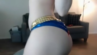 harley quinn cosplay cums hard on cam for the price
