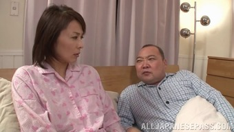 Short haired From asia wifey fingers herself while you are her hubby dozes