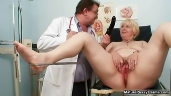 Black gran gets her pussy examed part6