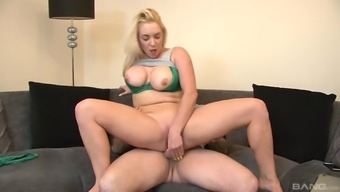 Bimbo Victoria Summers lifting her clothing prepared for the horny action