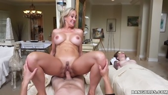 Sinful big tits MILF Brandi Love tours rheumatism sufferers dick on the top among the parlor