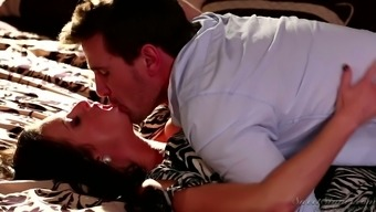 Twisted MILF known as Veronica Avluv gonna lure her porn star and get a quickie
