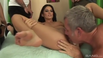 Nikki Daniels offers her whole body to lots of people insatiable couple