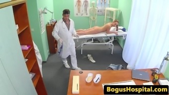 Physician massages and fucks babe with the use of chore