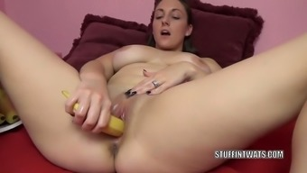twisted milf melanie hicks is having herself sperm with the use of fresh fruits