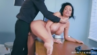 Veronica Avluv is basically a mature ladies whose pussy is all a hunk wishes