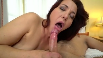 Vulgar cougar Red Mary looks from applying her clit to effectively sucking dude's cock