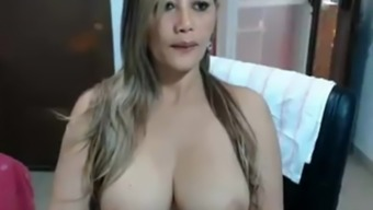 She is is Paulinaxl atina from Chaturbate.