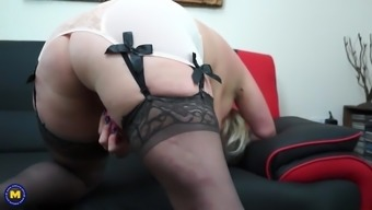 Mature mum by using large ass and starved old cherry