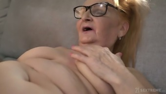 Horny US nympho Rebecca Black is ready to work on wet mature pussy