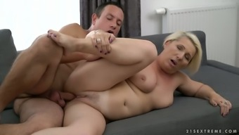 Pale mature whore with disgusting saggy tits Bibi Pink rides strong cock