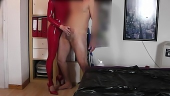 PERFECT GIRL IN LATEX CATSUIT DESTROYED THE CONDOM AN RUBBED THE COCK