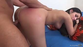 Slender babe with juicy butt Loren Minardi is fucked by elder man
