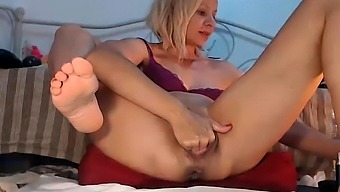 German amateur in lingerie fisted and creamed