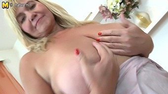 This Naughty Bbw Loves To Get Wet And Wild With Her Toy - MatureNL