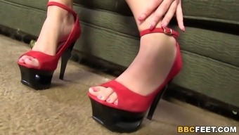 Pressley Shipper Gives Footjob To some BBC