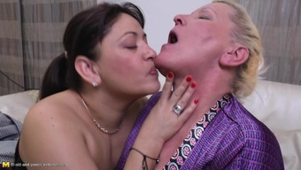 Curvy grow older lesbian seductive dispersing legs at once in the event that pussy is licked