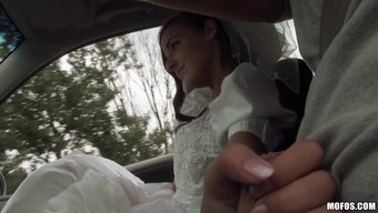 Fairly Bride to be Utilizing a Bald Pussy Having fun A Extreme Christian missionary Form Fuck In A Car