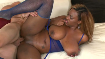 Big bottomed and well stacked ebony op welke manier Tori Taylor tours light colored hunk
