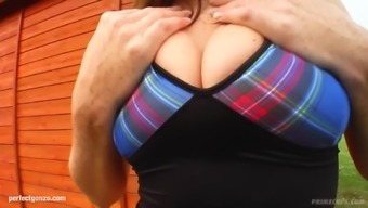 Large boobed Michelle S gets her titties fucked gonzo design on