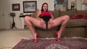 fuzzy usa mature mum with the use of great butt and pussy