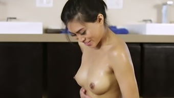 Asian masseuse Spark Snow gives one of the best rubdowns and he or she is a blowjob specialist
