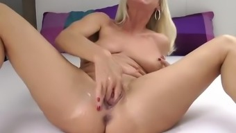 Hot euro milf squirting hard. Having fun with Amanda i met via FUCKDATEZ.COM