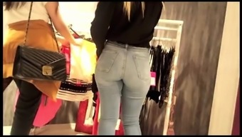 Beautiful candid sales girl in super tight jeans !!